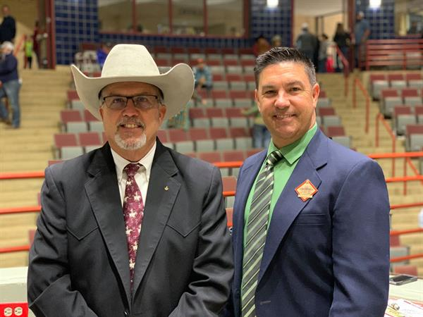 Auctioneer Joel Lemley with Sale Chair Russell Fairchild